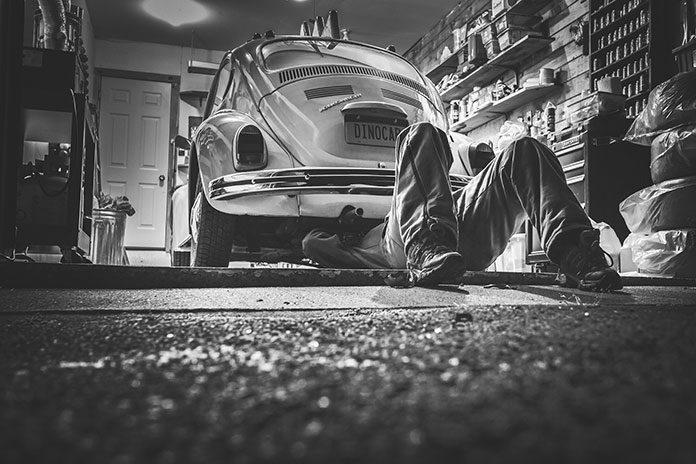 Serwis samochodu – co powinna zawierać ta usługa i jakich kosztów można się spodziewać?