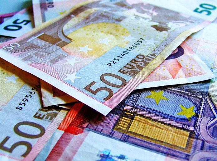 Gdzie znajdziemy lepsze kursy walut – w kantorze internetowym czy stacjonarnym?