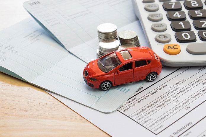 Te triki związane z opłatami za auto pozwolą zaoszczędzić tysiące złotych