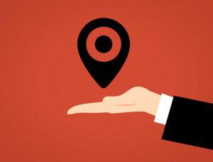 """Local SEO, czyli pozycjonowanie lokalne to promowanie stron internetowych w sieci w taki sposób, aby jako pierwsze pojawiały się te z interesującą nas lokalizacją, np. miastem, regionem, województwem. Jest to istotne zarówno z punktu widzenia konsumentów, jak i firm. Google już kilka lat temu w odpowiedzi na potrzeby swoich użytkowników stworzyło specjalny mechanizm, który w oparciu o określoną lokalizację generuje wyniki, które są powiązane z właściwą dla nas okolicą. Użytkownik musi jedynie wpisać w wyszukiwarkę to, czego szuka, np. """"mechanik Kraków"""", czy """"tanie noclegi Sopot"""" Jakie firmy korzystają na pozycjonowaniu lokalnym? Stworzony przez Google system local SEO sprawdza się dla większości fraz, które zostały zakwalifikowane jako usługi o charakterze lokalnym, takie jak fryzjer, mechanik, restauracja, pub, basen, przedszkole czy szkoła. Hasłem lokalnym może też być fraza, która nie oznacza określonych miejsc, np. """"opony"""