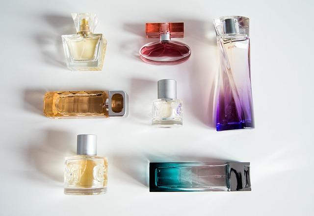 Obecnie wiele kobiet używa stale zapachów perfum Dior